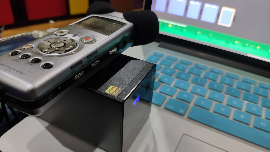 Showing-Olympus-recorder-1024x576.jpg